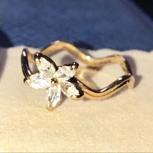 Unique crystal flower ring